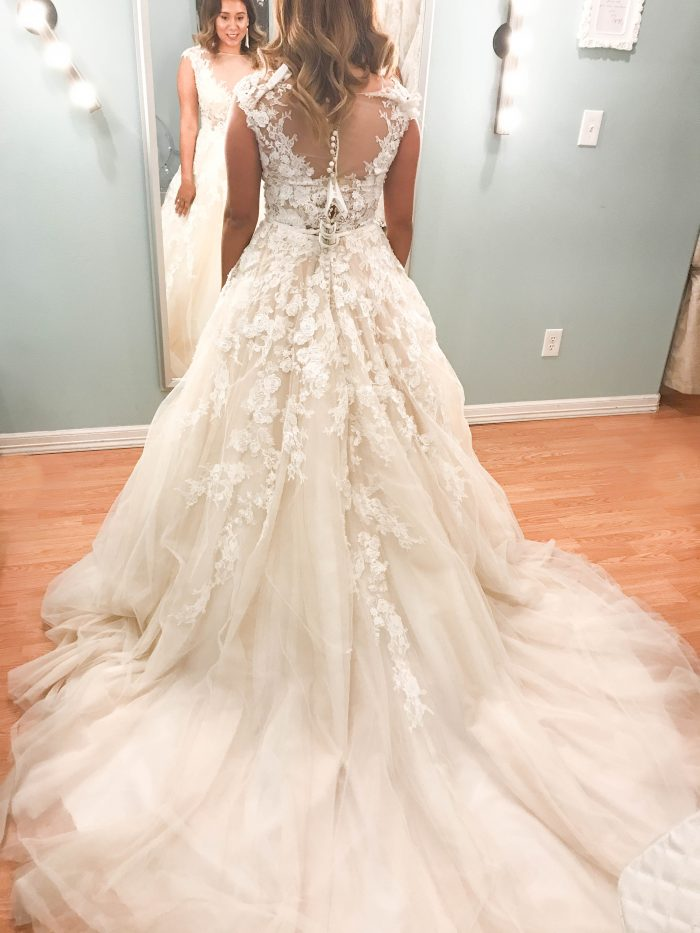 10 Things to Know Before Shopping for a Wedding Dress